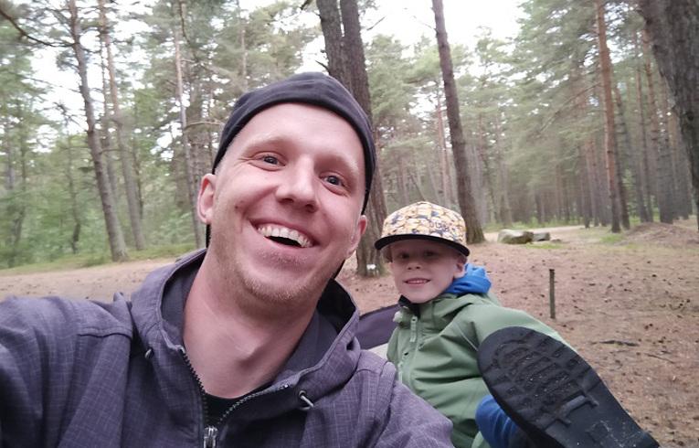 Loke tikkudeta matkamine isaga