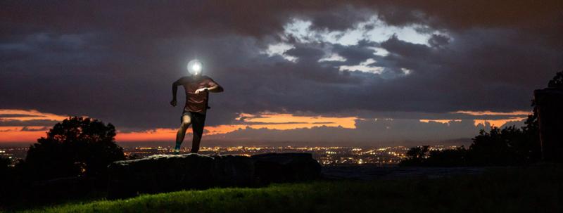 Kuidas end pimedal ajal õhtujooksul ohutult tunda?